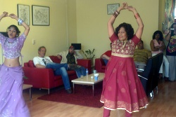 Demonstratie Bollywood dansen in de Bres