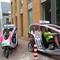 Gratis rondje fietstaxi voor bezoekers van de Bres.